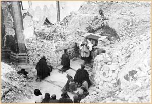 Avezzano – Altare improvvisato tra le rovine di una chiesa